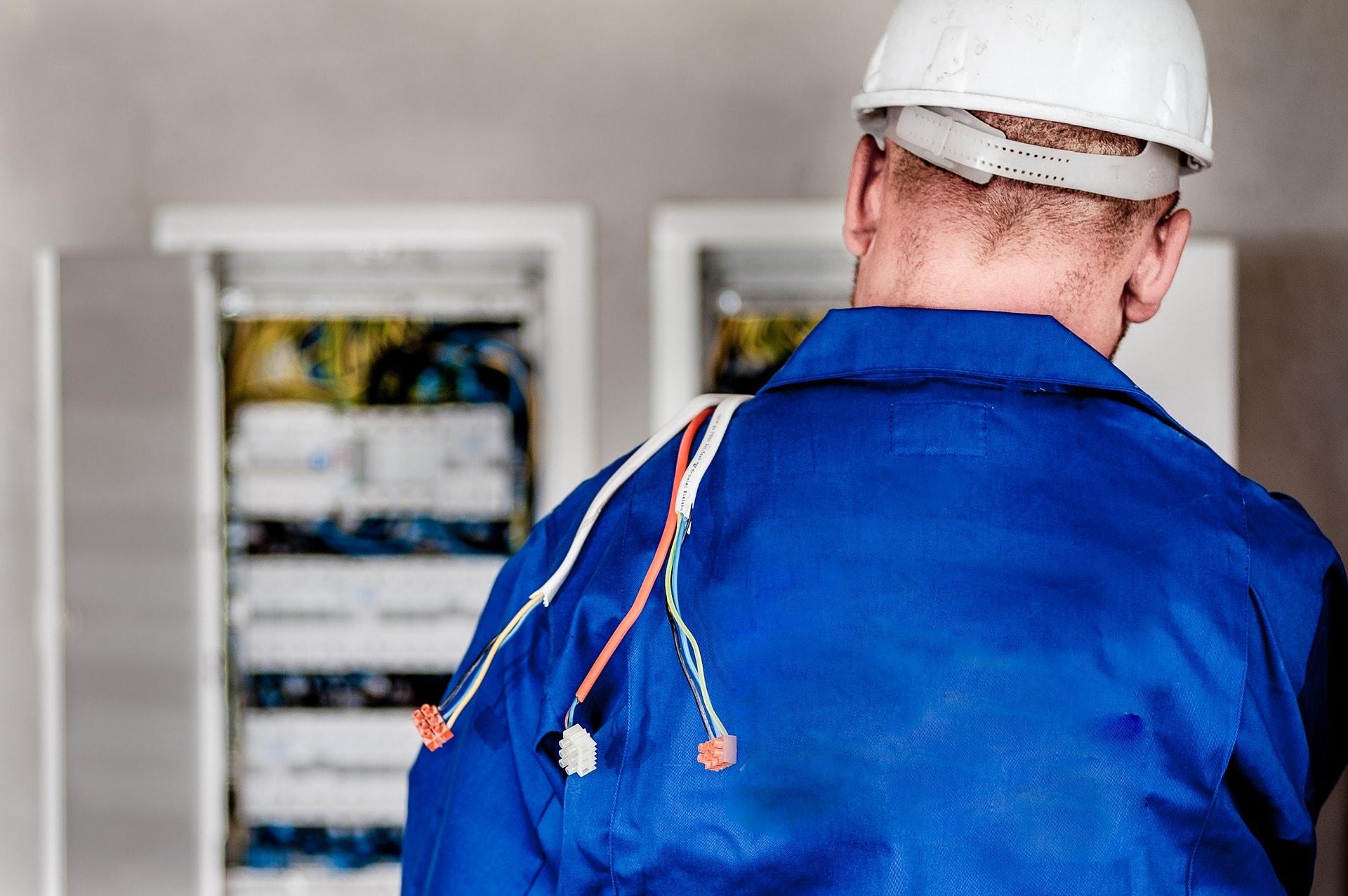 electrician-1080586_1920-min
